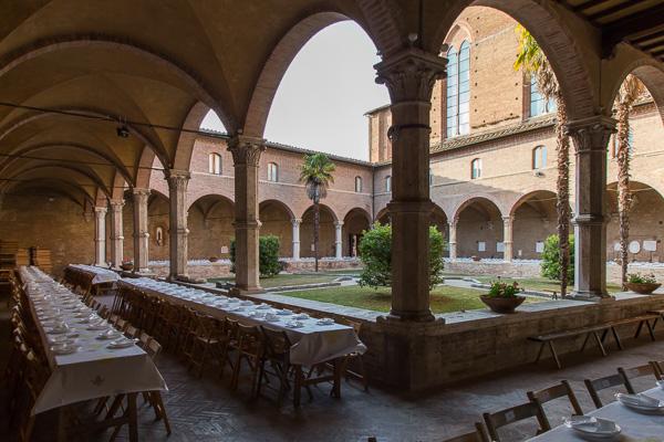 Toskana - Siena - Kreuzgang der Basilica di San Domenico
