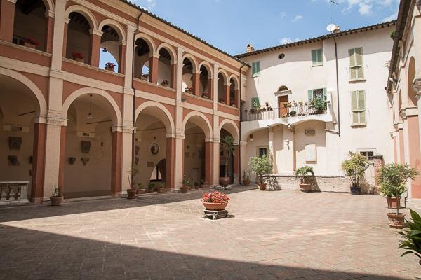 Umbrien - Perugia - Dom San Lorenzo - Kreuzgang